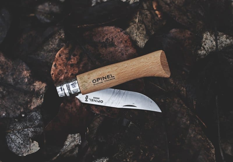 How to sharpen a knife with a rock