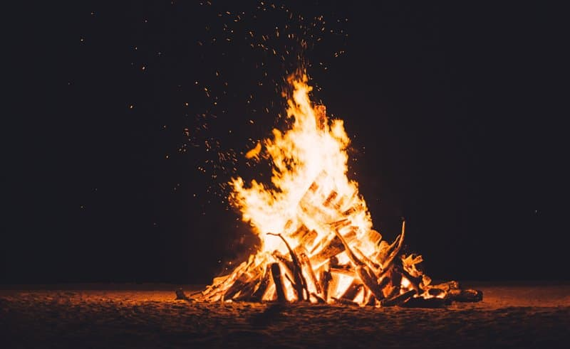 how hot does a campfire get